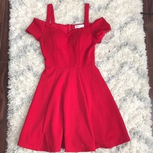 I am selling a beautiful red formal dress.
